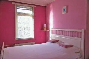 Slaapkamer achter, die nu niet meer roze is ;-)
