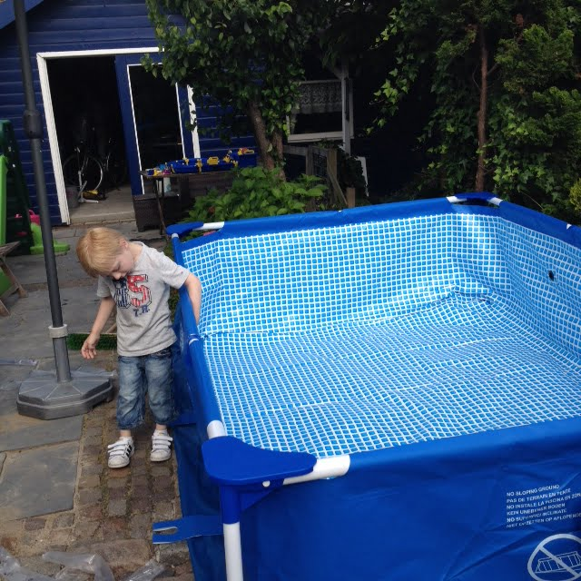 Zwembad met pomp action