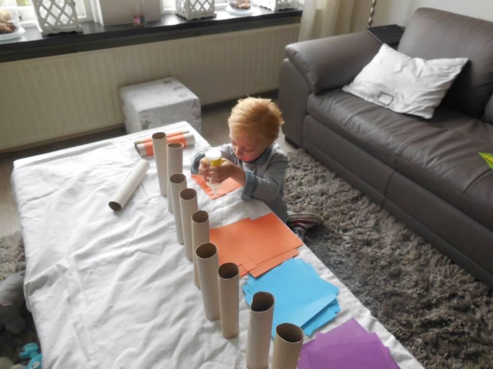 Verwonderlijk Knutselen bij opa en oma   Mamablogger   Mama blog Nederland UW-91