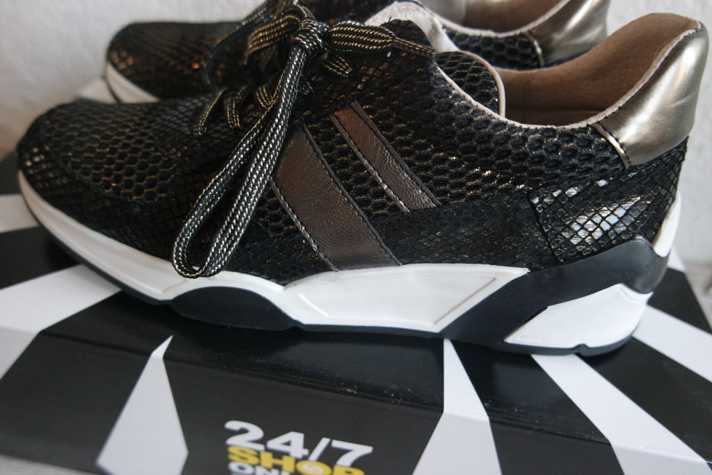 Mama's nieuwe sneakers!