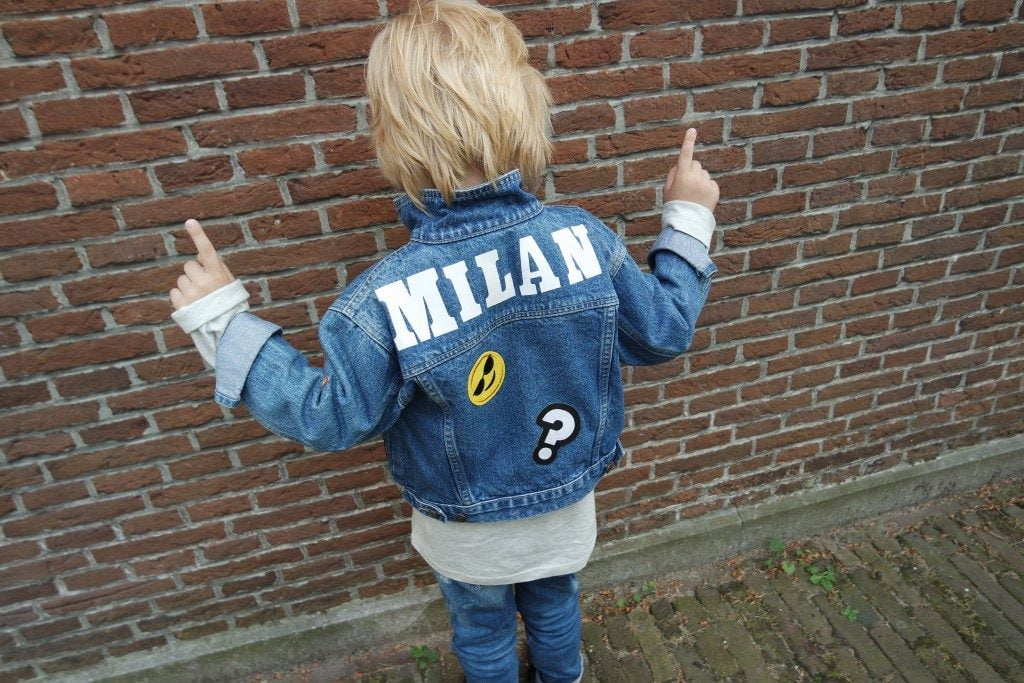 spijkerjasje_DIY_budget_patches_kidsfashion_tweedehands_mamablogger_ koopje_vintage_strijkapplicaties_mamablogger