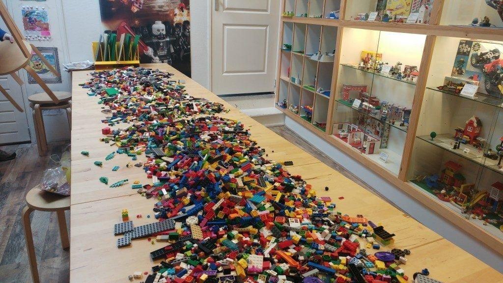 mama blog | verslag van milans kinderfeestje in de lego® winkel!