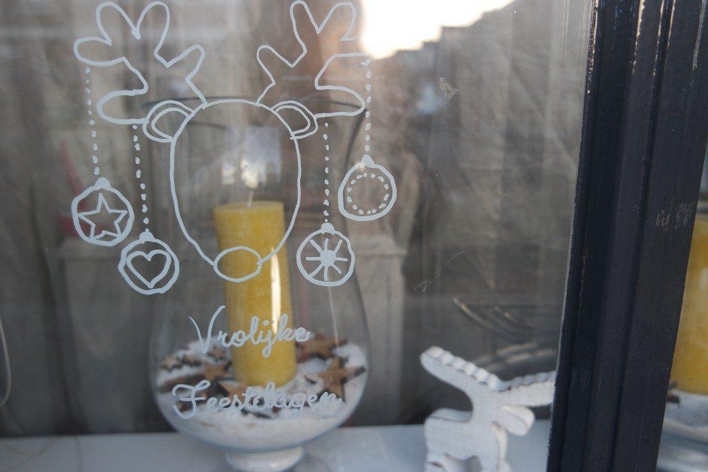 krijtstifttekening_badschuim_mamablogger_kerst_krijtstift_raamtekening_mamablogger_diy_budget_