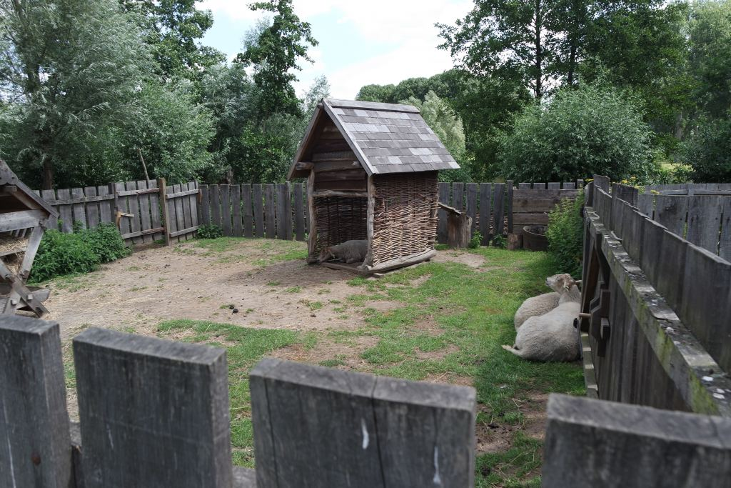 prehistorisch dorp_eindhoven_review_Milans Must Do_dagje weg_blogger_tip_uitje met het gezin_