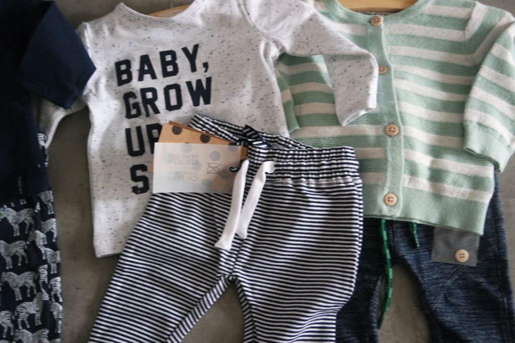 eerste pakje baby_mamablogger_zwanger_baby_babykleertjes_Z8_Noppies_