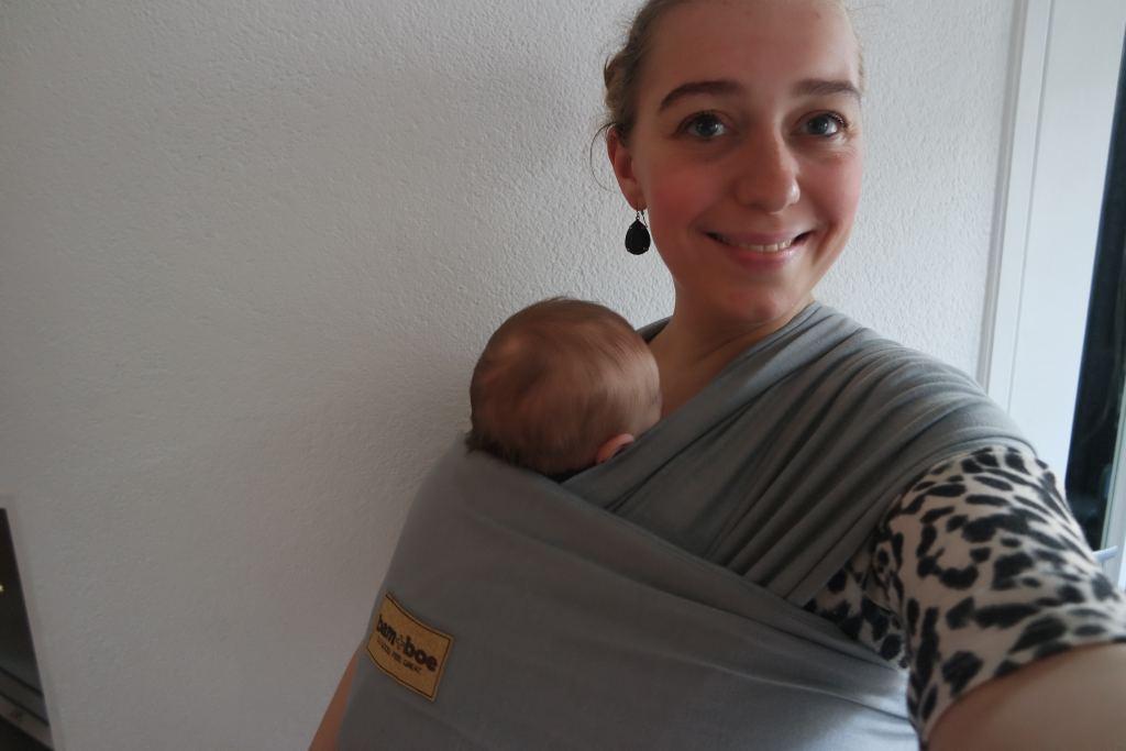 bam+boe_draagdoek_review_mamablogger_marisca_baby_newborn_dragen_ergonomisch_
