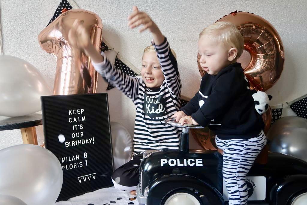 birthday boys_decor_fotoshoot_mamablogger_verjaardagen_uitnodigingen_zwart/wit_