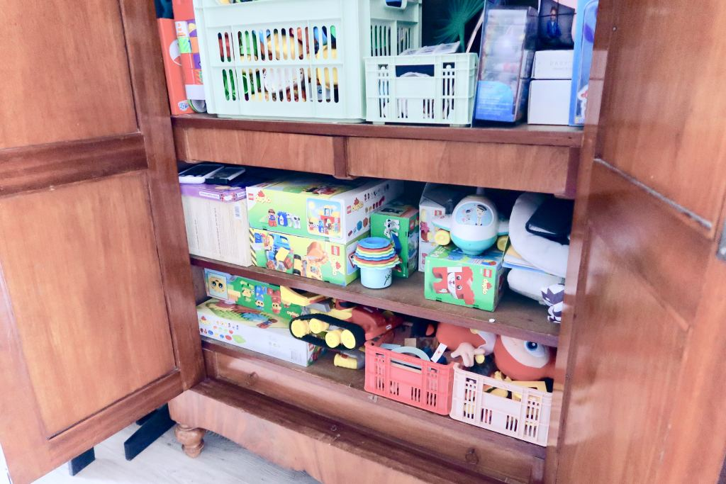 speelgoedwinkel_speelgoedkast_antiek_mamablogger_speelgoed interessant_