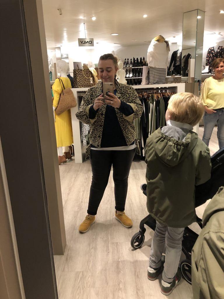https://mamablogger.nl/tip-zelf-te-gekke-fotos-maken-bij-photoboutique-in-gouda/