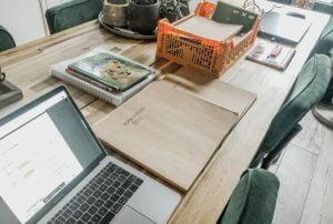 plog_thuiswerken_tulpen uitdelen_huiswerk_werkstuk_mamablogger_persoonlijk_