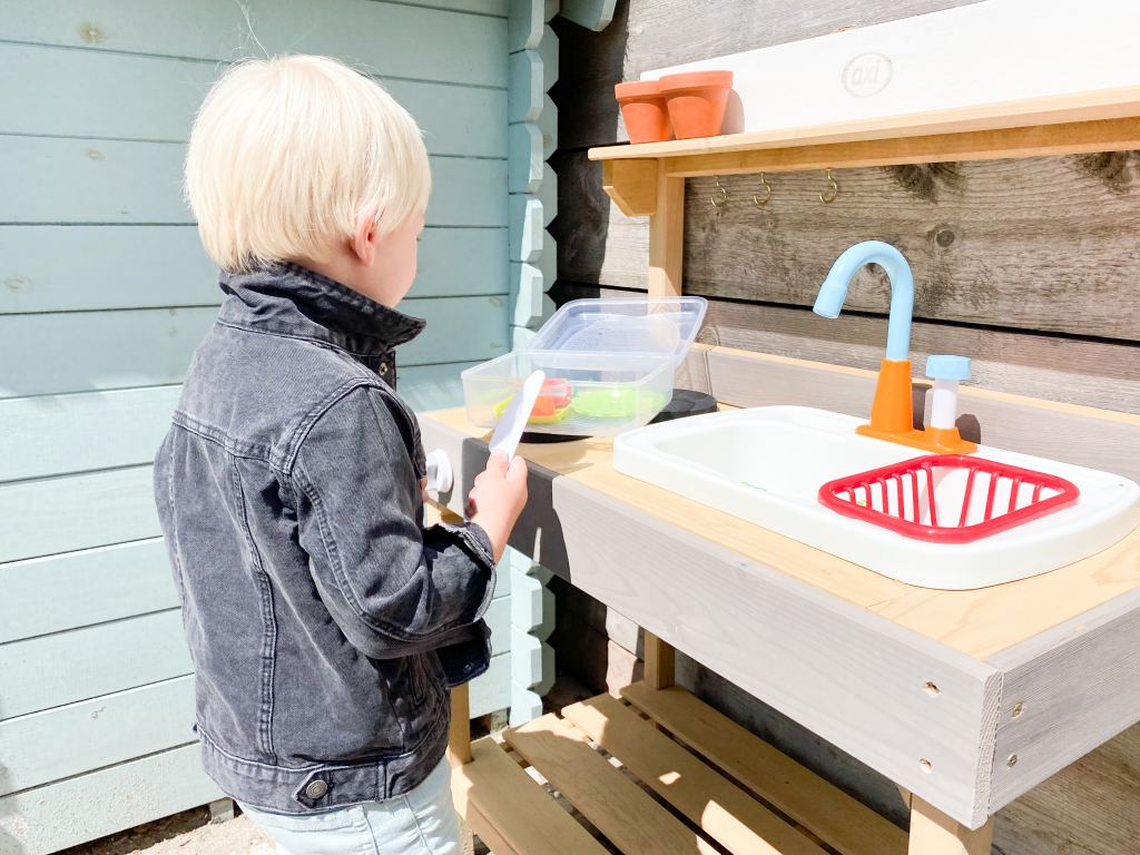 rosa_houten_speelkeuken_speelkeukentje_buitenspeelgoed_mamablogger_review_