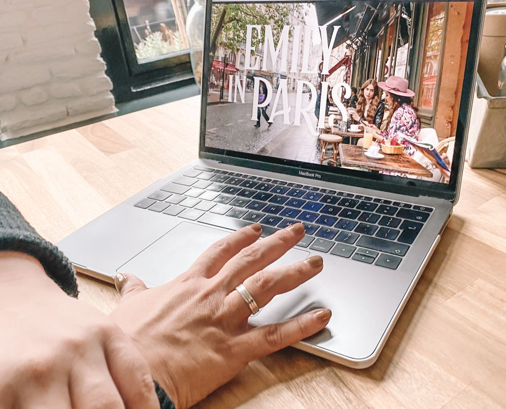 Emily in Paris_Netflix_review_serie_lifestyle_mamablogger_